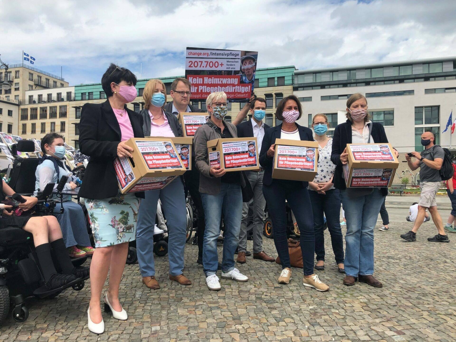 Politiker demonstrieren gegen IPReG in Berlin